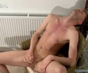 Twink whiteh the sexy boys look at gay porn audition