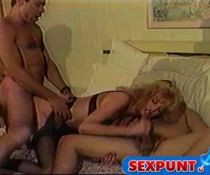 Mature slut doings a threesome in retro porn movie
