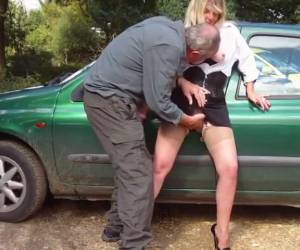 Horny mature slut lets himself against the car